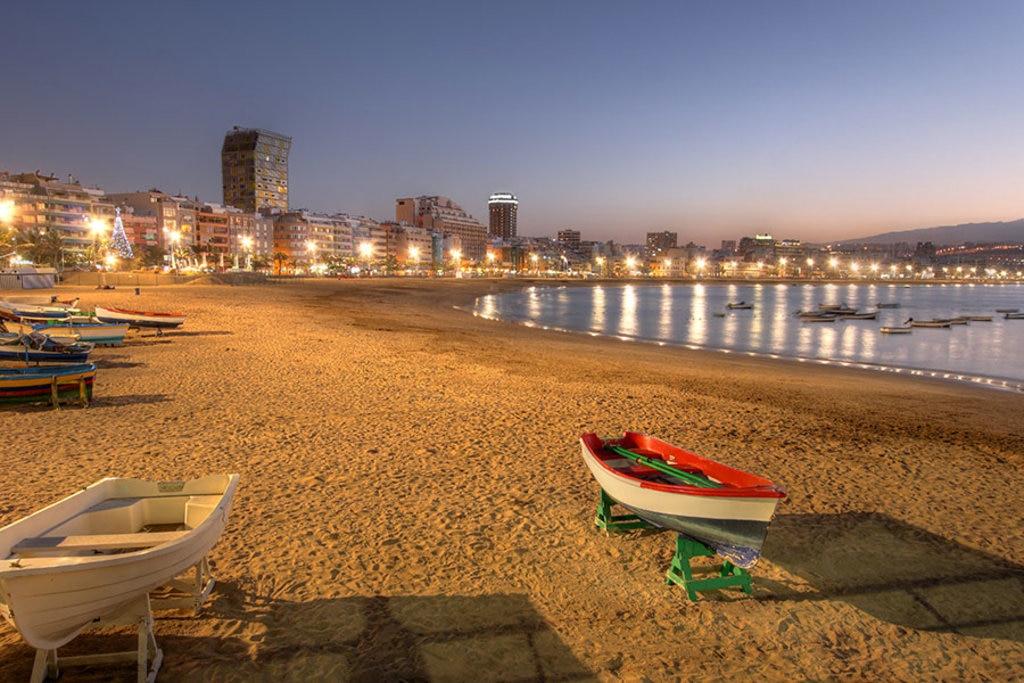 La spiaggia di Las Canteras al tramonto