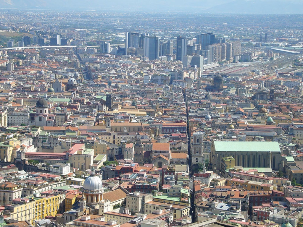 Spaccanapoli vista da San Martino. By Lalupa (Own work)  , via Wikimedia Commons