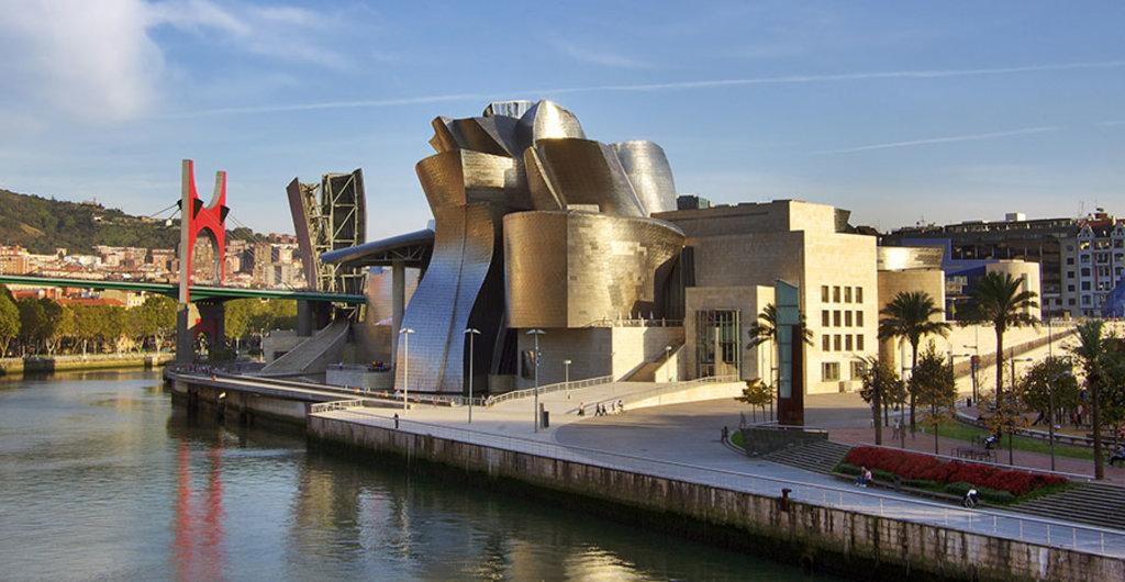 Il Guggenheim Museum di Bilbao. By Phillip Maiwald (Nikopol) (Own work)  , via Wikimedia Commons
