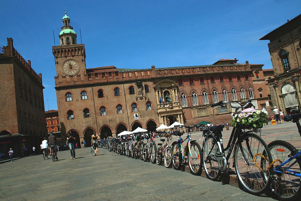Piazza Maggiore con bici - By Chiara Casalone (Own work)  , via Wikimedia Commons