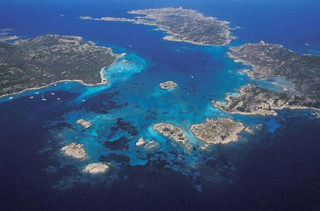 Veduta aerea dell'arcipelago della Maddalena
