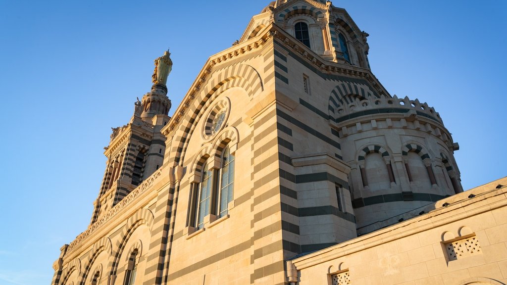 Notre-Dame de la Garde showing heritage elements