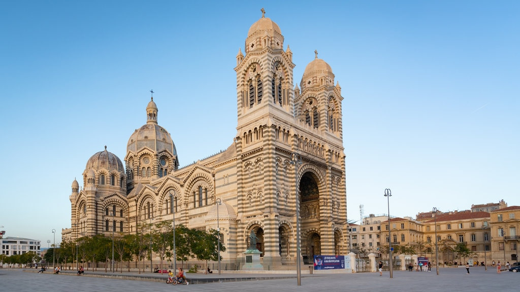 Cathedral la Major which includes a church or cathedral and heritage architecture