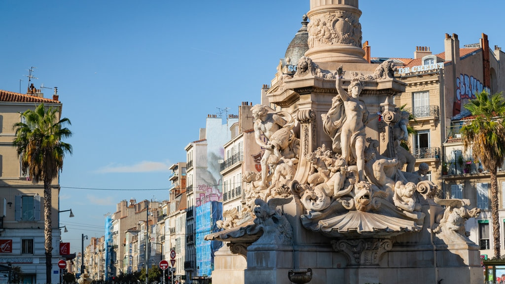 La Castellane showing heritage elements, a statue or sculpture and a fountain