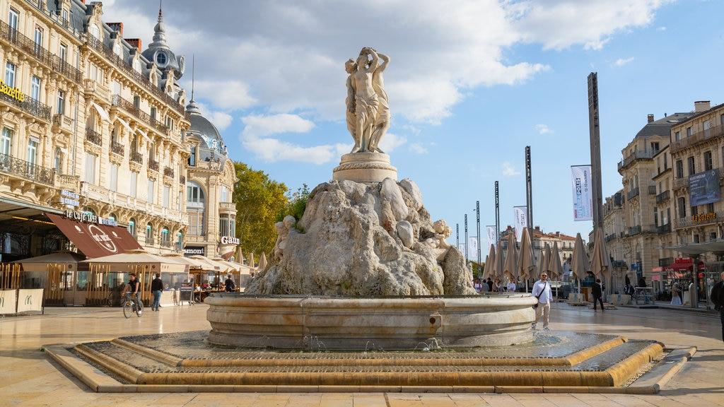 Comedy Square which includes a fountain