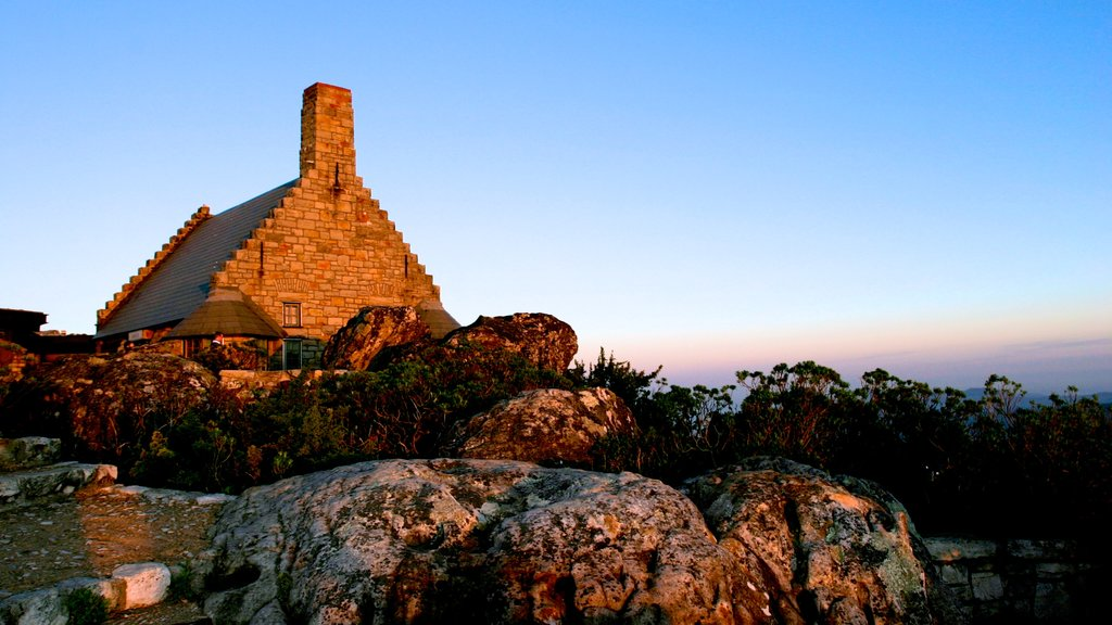 Table Mountain showing landscape views, a sunset and heritage architecture
