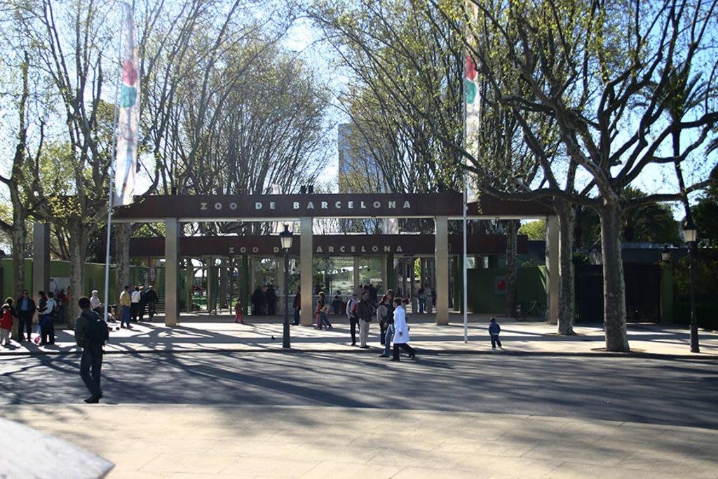 Lo zoo di Barcellona si trova in piano centro, tra la Barceloneta e il Porto Olimpico. Picture by Year of the dragon- Own work. Licensed under CC BY-SA 3.0 via Wikimedia Commons