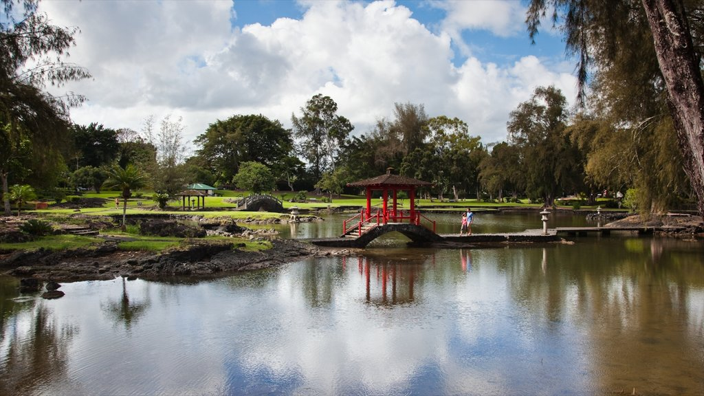 Liliuokalani Park and Gardens featuring a pond and a park