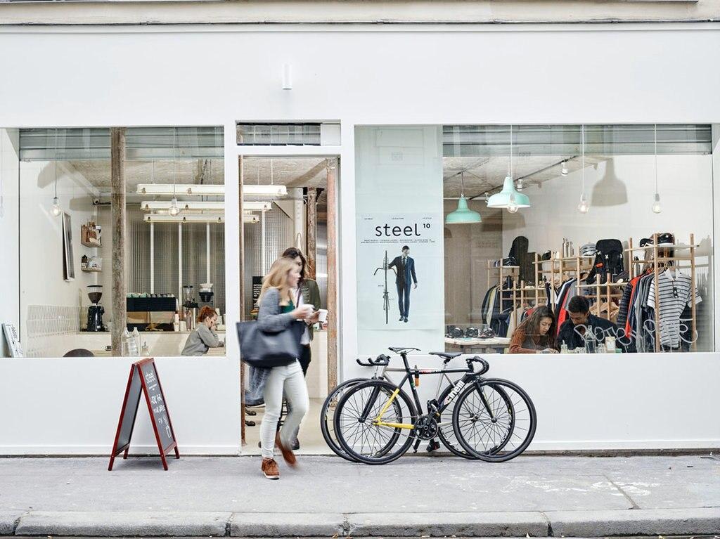 D'obbligo un passaggio da Steel Cyclewear & Coffeeshop, per appassionati o meno di bicicletta. Courtesy of Steel Cyclewear & Coffeeshop