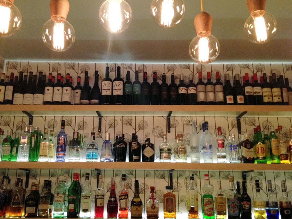 Tradizione castiza insieme a cocktail originali, a Madrid si può scegliere tra tantissimi indirizzi. Foto by Margherita Visentini