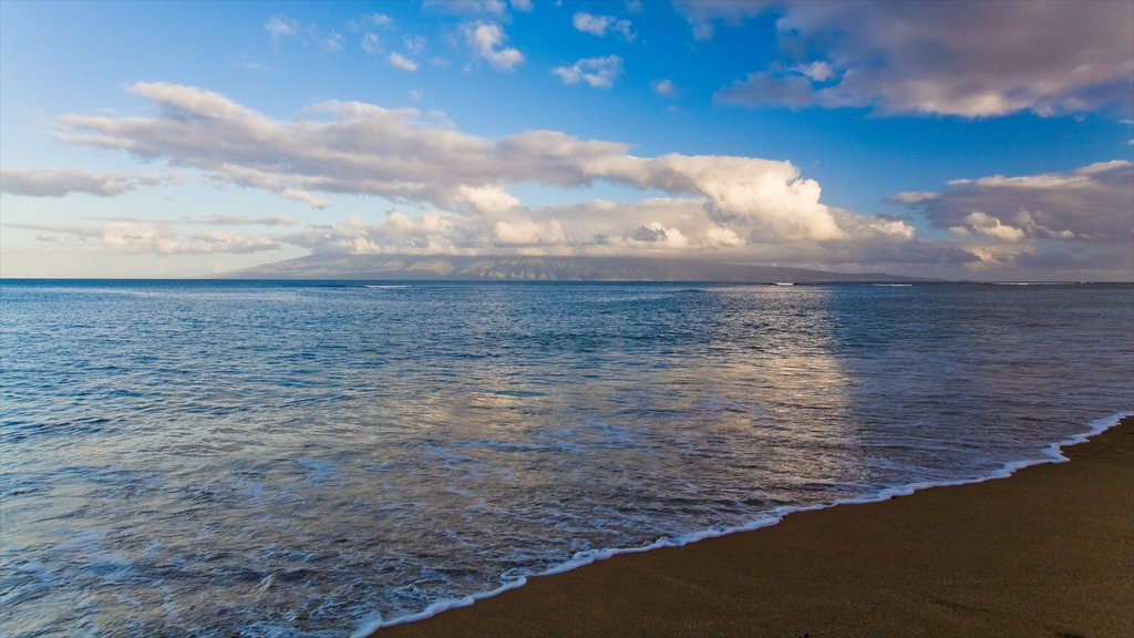 Lahaina showing a beach