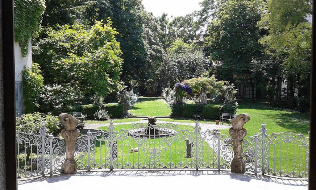 Il giardino della casa degli Atellani, sede della Vigna di Leonardo. Carlo dell'Orto (opera propria). CC BY-SA 4.0 via Wikimedia Commons.