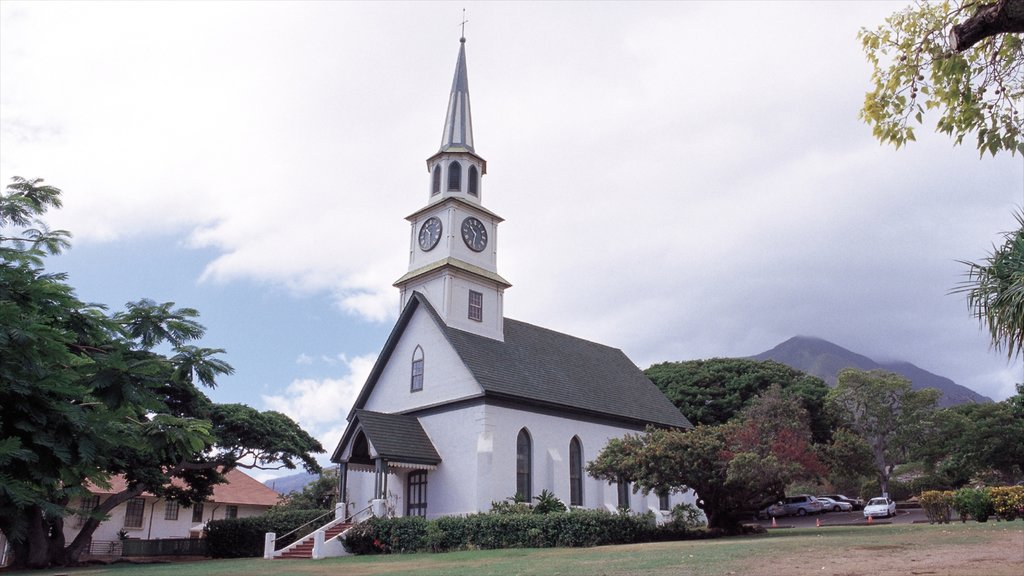 Wailuku featuring a small town or village, a church or cathedral and religious elements