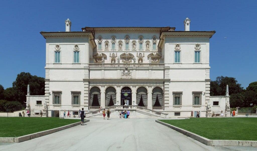 La facciata di Galleria Borghese. I, Alejo2083  , via Wikimedia Commons