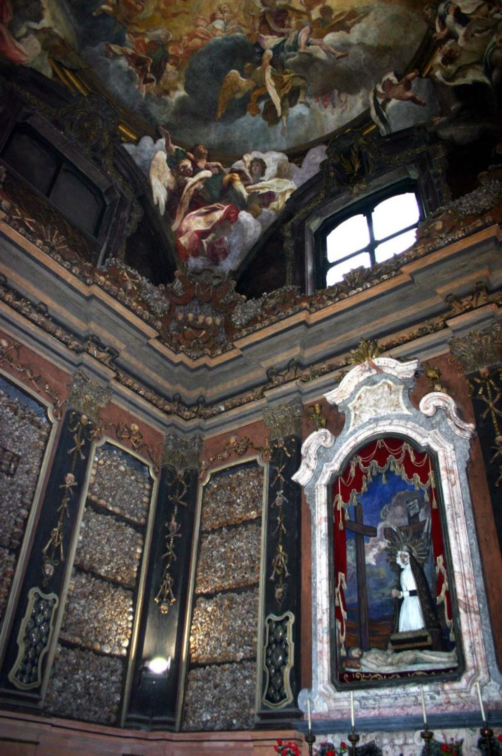 Cappella-ossario della Chiesa di San Bernardino alle Ossa, Courtesy of © Wikimedia Commons, Photo by Giovanni Dall