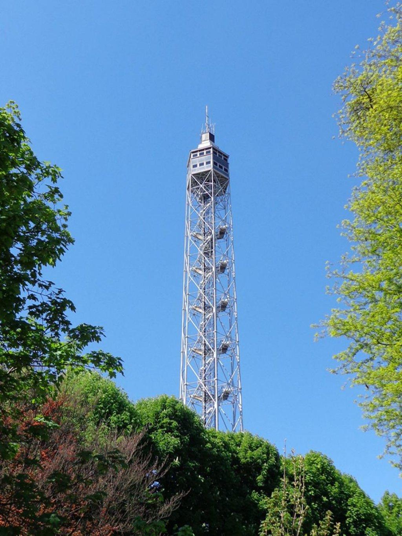 La Torre Branca vista dal Parco Sempione, Courtesy of © Wikimedia Commons, Photo by Friedrichstrasse, Milano 2014 https://commons.wikimedia.org/wiki/File:Milano_Torre_Branca.JPG