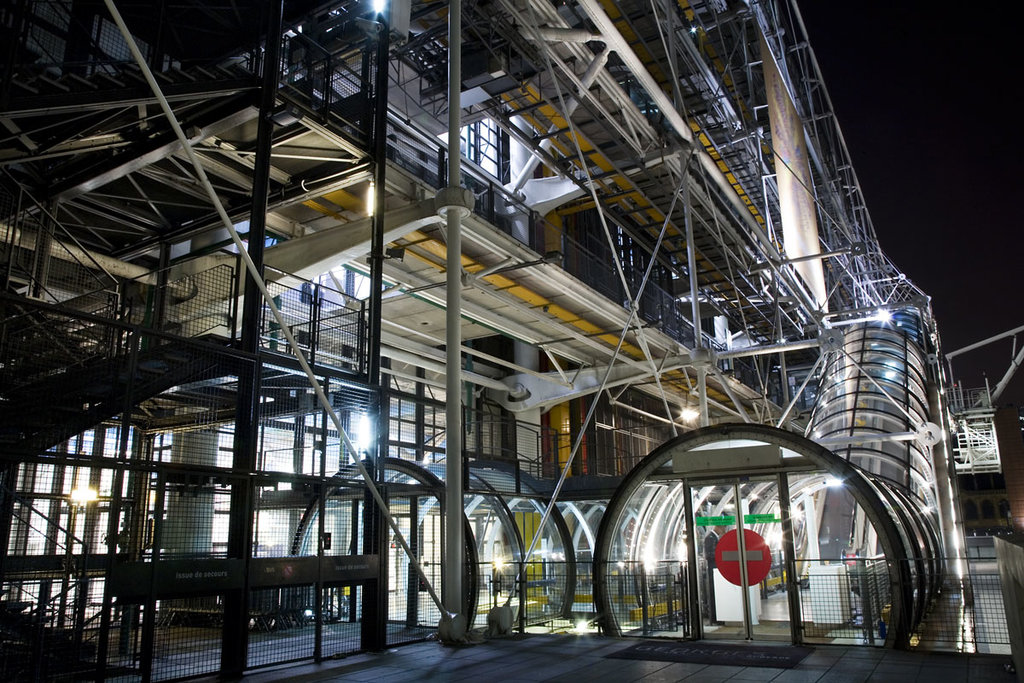 Un particolare delle scale del Centre Pompidou Courtesy of © Jorge Royan / http://www.royan.com.ar, attraverso Wikimedia Commons