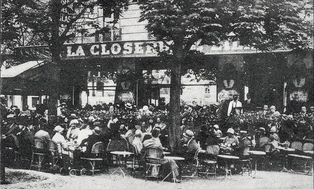 La Closerie des Lilas in una fotografia del 1909. Under licence public domain via Wikimedia Commons https://commons.wikimedia.org/wiki/File:LaCloseriedesLilas.jpg#/media/File:LaCloseriedesLilas.jpg