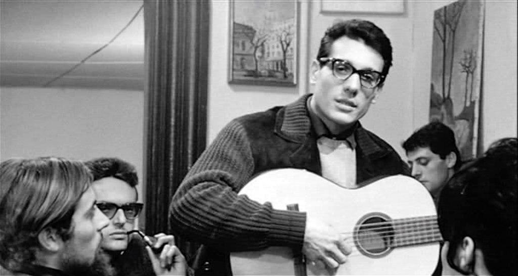"""Enzo Jannacci in """"La Vita Agra"""", 1964. Di Gawain78 at the Italian Wikipedia project.  , attraverso Wikimedia Commons"""