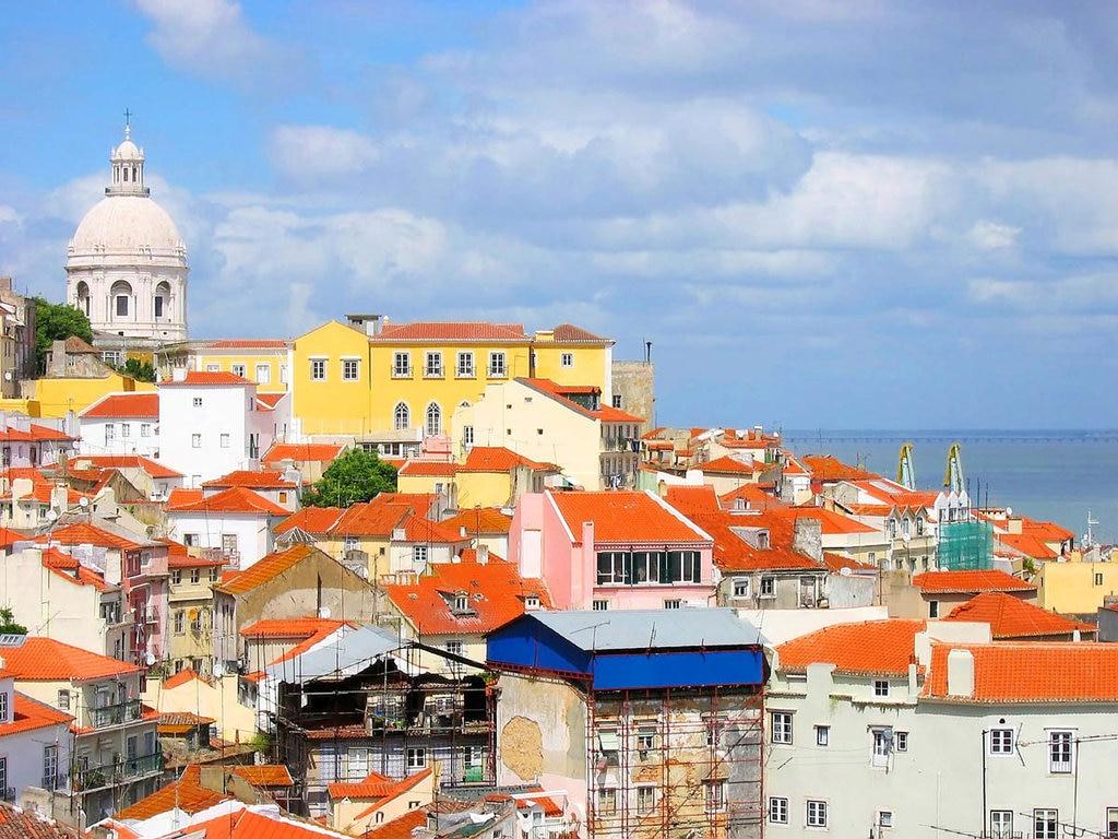 Una delle più belle e colorate città europee, arrendetevi agli orizzonti di Lisbona.