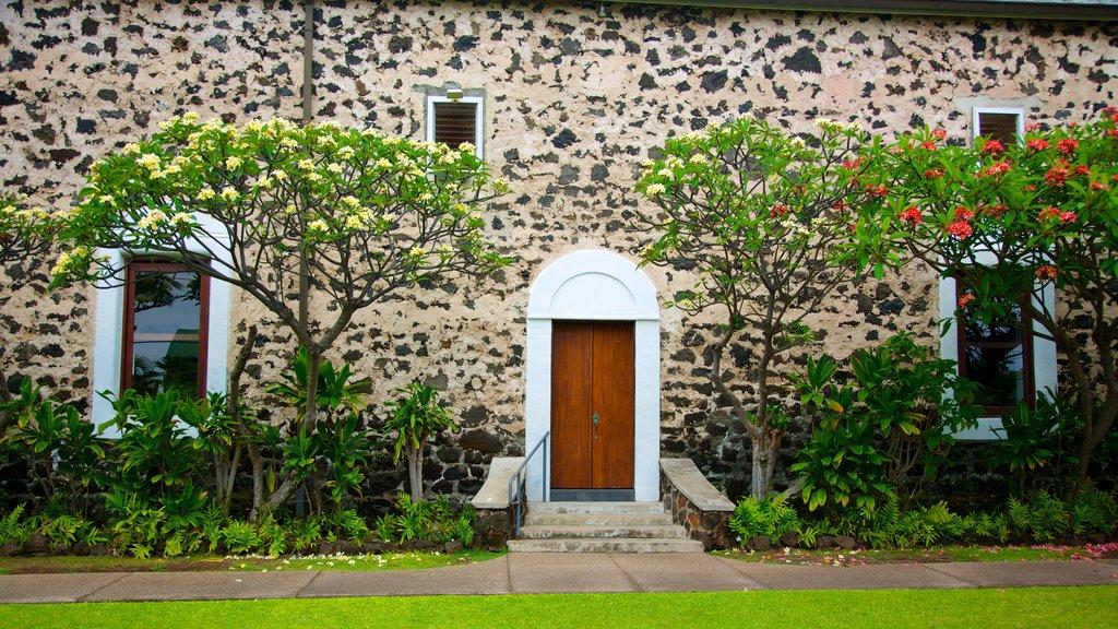 Kailua-Kona ofreciendo flores, una casa y patrimonio de arquitectura