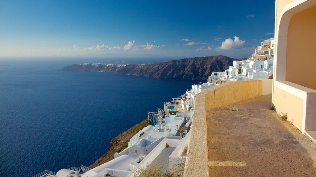 Firá showing skyline, views and a coastal town