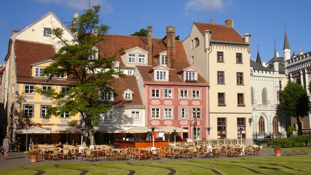 Riga showing a square or plaza, outdoor eating and dining out