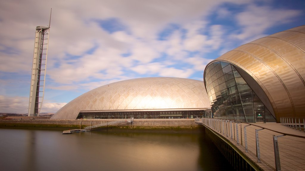 Glasgow Science Centre which includes skyline