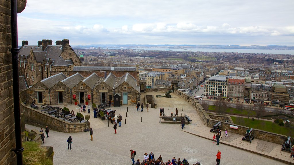 Edinburgh Castle which includes a city, heritage architecture and skyline