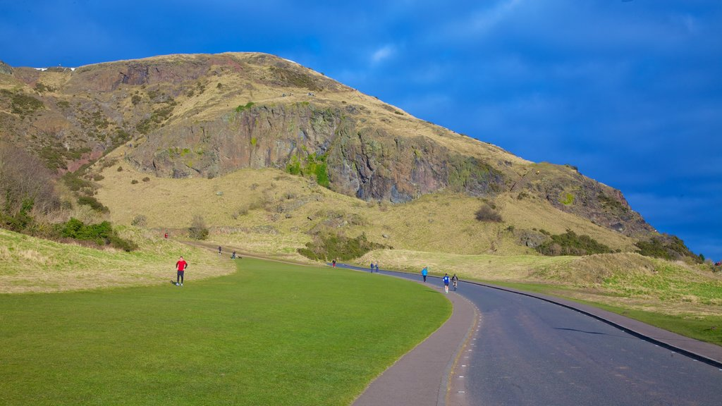 Arthur\\\'s Seat showing mountains and hiking or walking