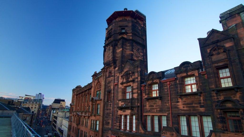Lighthouse mostrando escenas urbanas, patrimonio de arquitectura y horizonte
