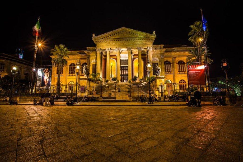Teatro Massimo - Photo Credit: Giusy Vaccaro, autrice del blog www.ioamolasicilia.com