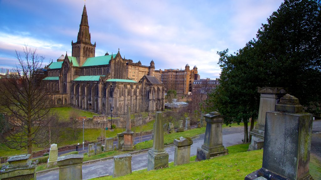 Glasgow Necropolis featuring heritage architecture, a church or cathedral and a cemetery