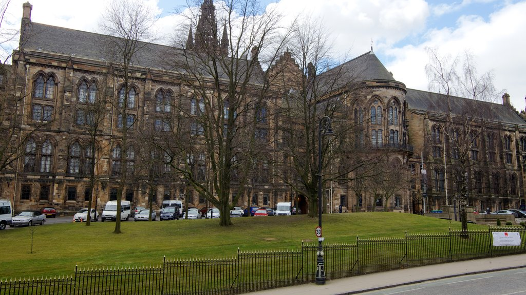 The Hunterian featuring heritage architecture, street scenes and a city
