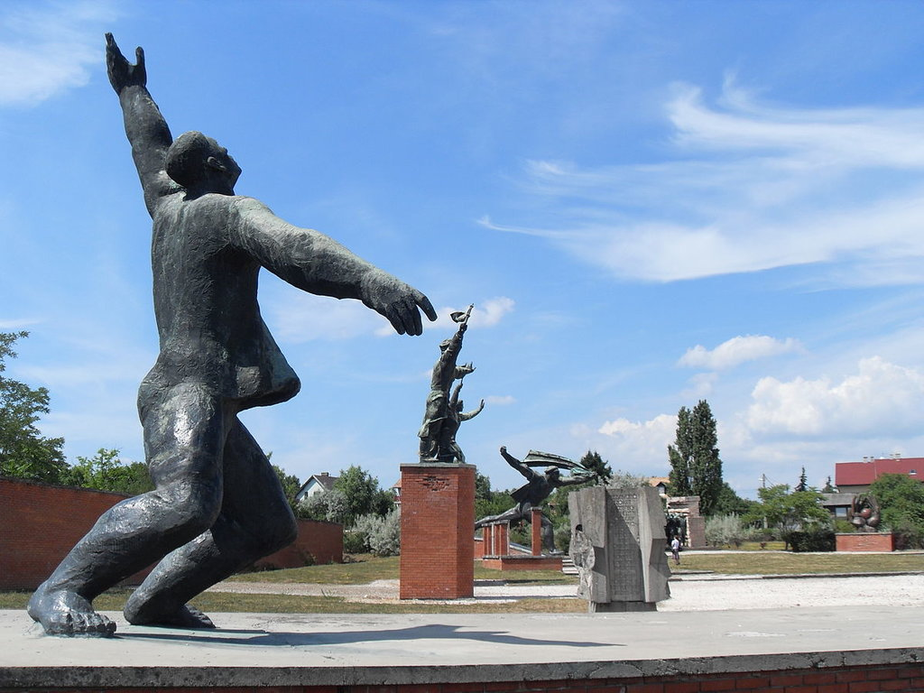 Memento Park - By Ferran Cornellà - Own work, CC BY-SA 3.0, https://commons.wikimedia.org/w/index.php?curid=15554210