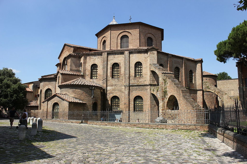 Basilica di San Vitale - Di Чигот - Opera propria, CC BY-SA 4.0, https://commons.wikimedia.org/w/index.php?curid=42918431