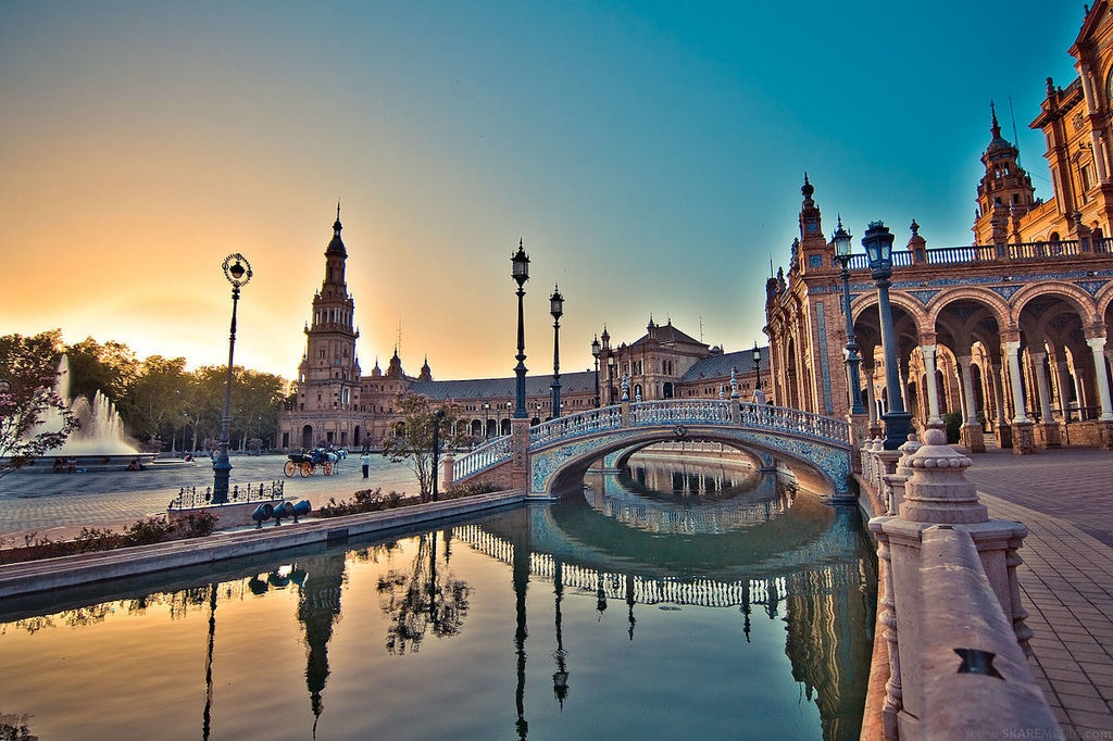 Plaza de Espana - By SkareMedia - Own work, CC BY-SA 3.0 es, https://commons.wikimedia.org/w/index.php?curid=28141209