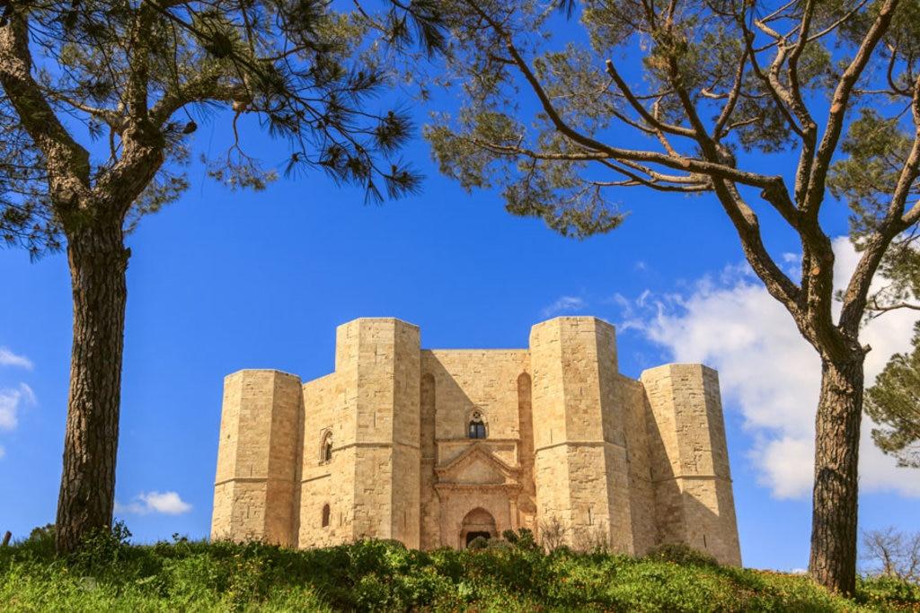 Castel del Monte, la facciata principale - I 20 castelli medievali più belli d