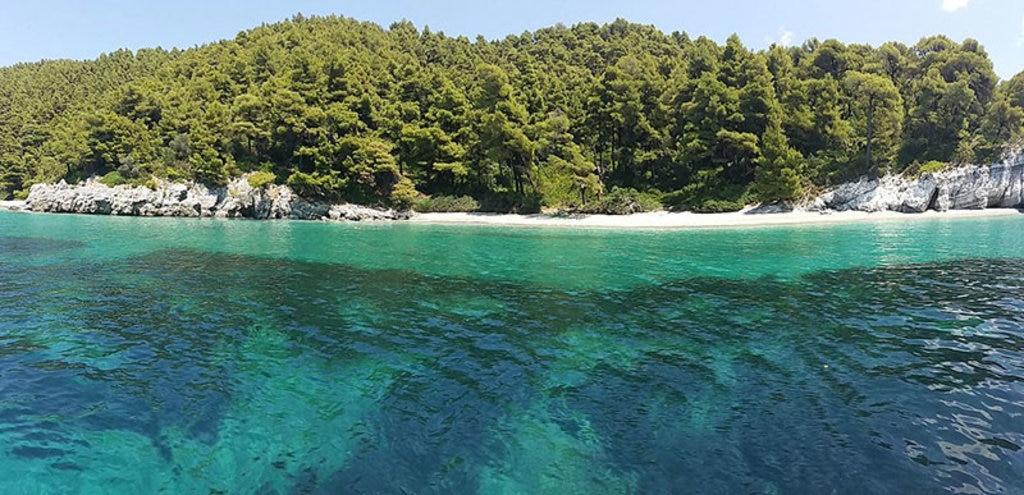La spiaggia di Kastani a Skopelos. Di Athin. La baia di Balos e l