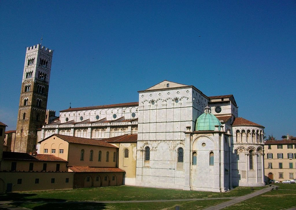Cattedrale di San Martino - By Joanbanjo (Own work)  , via Wikimedia Commons
