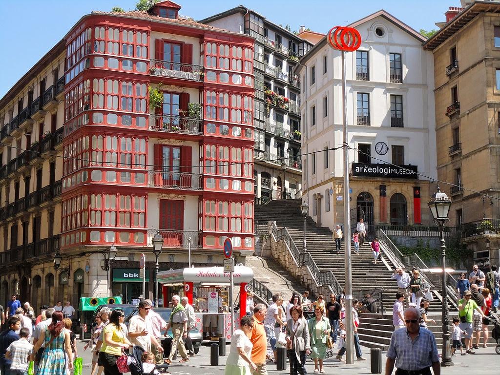 Casco Viejo a Bilbao - By Mikemod (Own work)  , via Wikimedia Commons