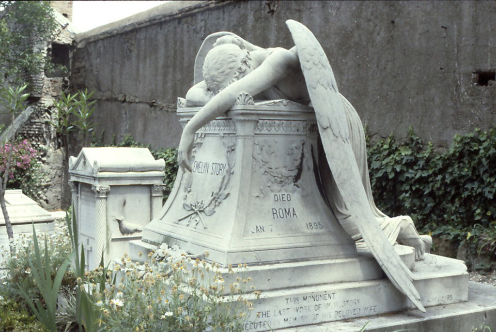 L'Angelo del dolore nel Cimitero acattolico di Roma - By Carptrash (Own work)  , via Wikimedia Commons