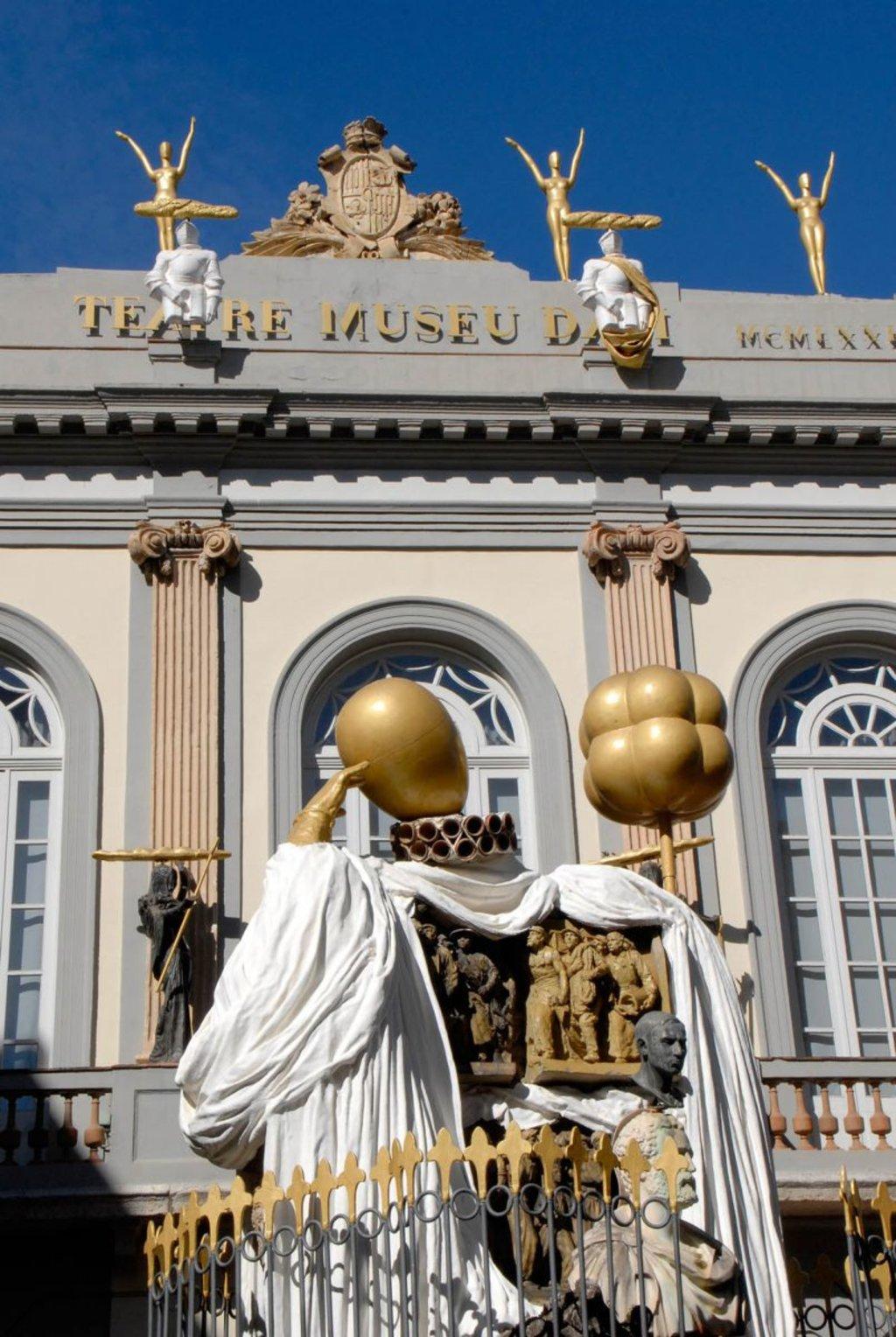 Facciata del Teatro-Museo di Dalí a Figueres (courtesy of Gala-Salvador Dalí Foundation ©Fundació Gala-Salvador Dalí, 2014)