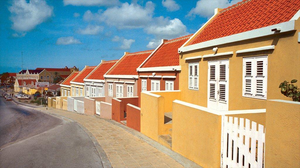 Willemstad mostrando una pequeña ciudad o pueblo, escenas urbanas y una casa