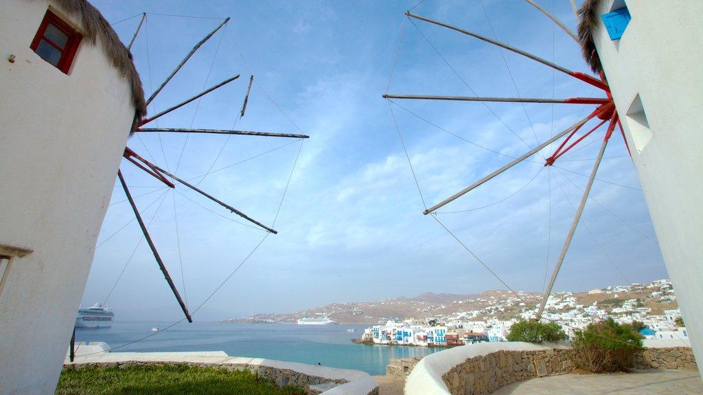 Molinos de Míkonos mostrando un molino de viento, patrimonio de arquitectura y una bahía o puerto