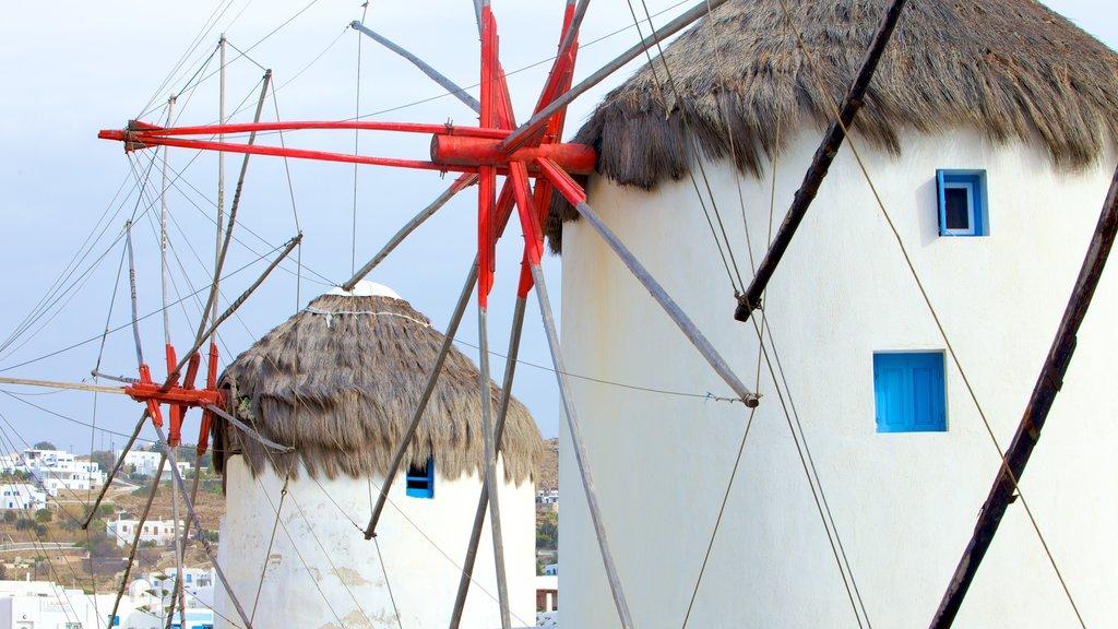 Molinos de Míkonos mostrando patrimonio de arquitectura y un molino de viento