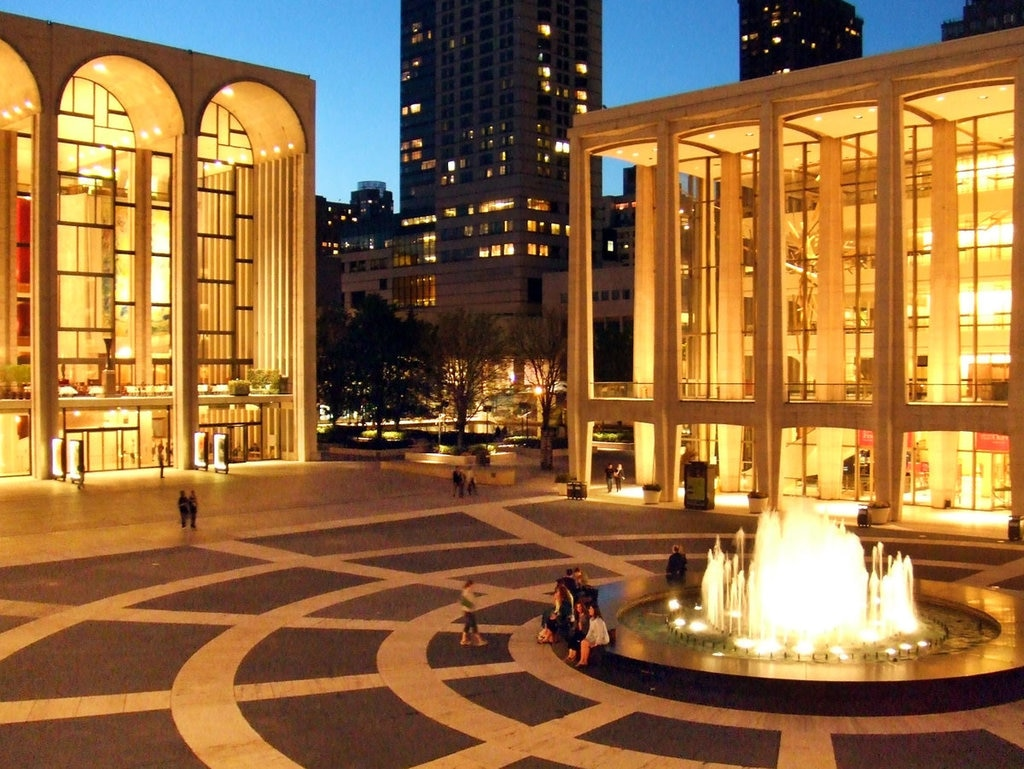 New York, Lincoln Center. By Nils Olander from Panoramio (Own work)  , via Wikimedia Commons.
