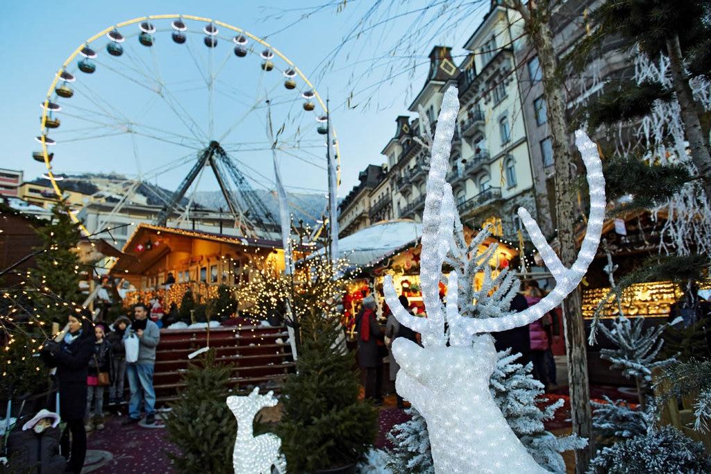 Il mercatino di Natale a Montreaux e la sua ruota panoramica - Courtesy of Swiss-Image GmbH (www.swiss-image.ch)