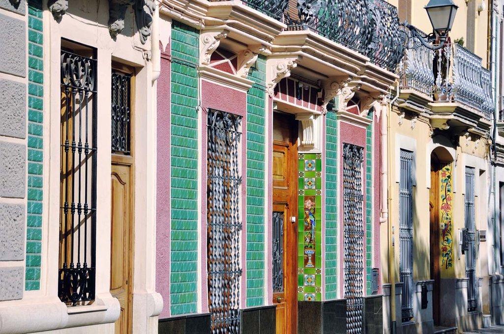 Andate alla scoperta della città e dei colori di Valencia, un affascinante miscuglio di tradizione e innovazione.