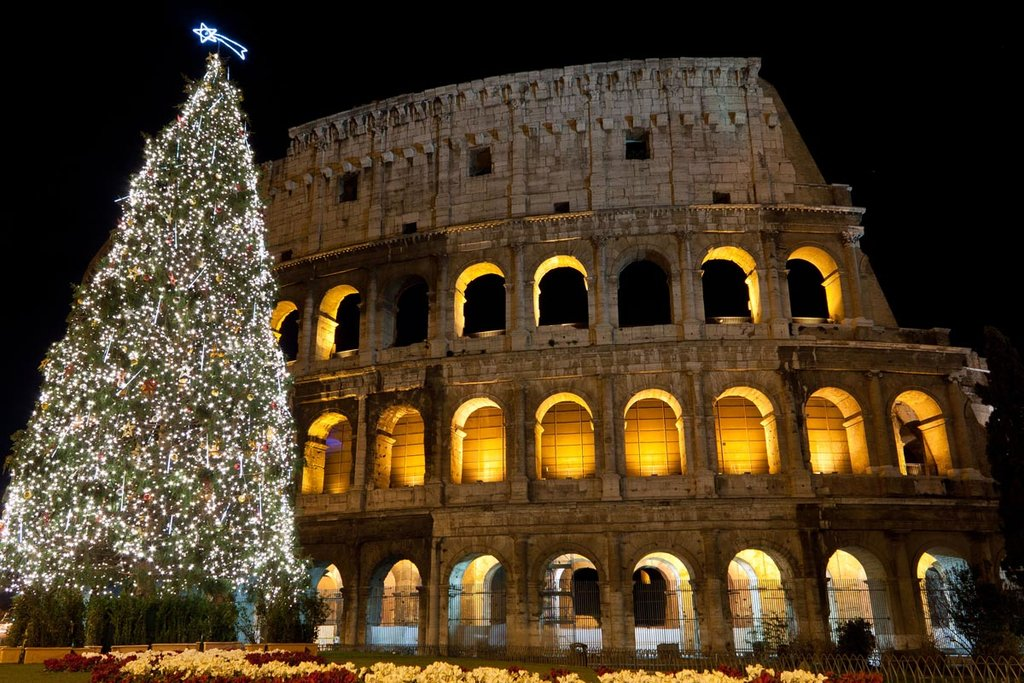 Roma, l'albero di Natale al Colosseo. Photo Credit: Shutterstock